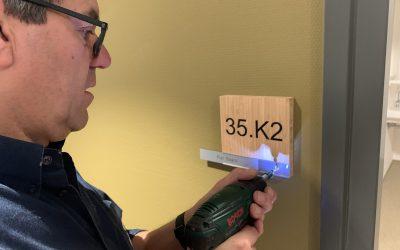Kamernummer met naamplaathouder